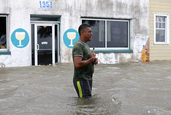الإعصار بارى يضرب نيو أورليانز الأمريكية (8)