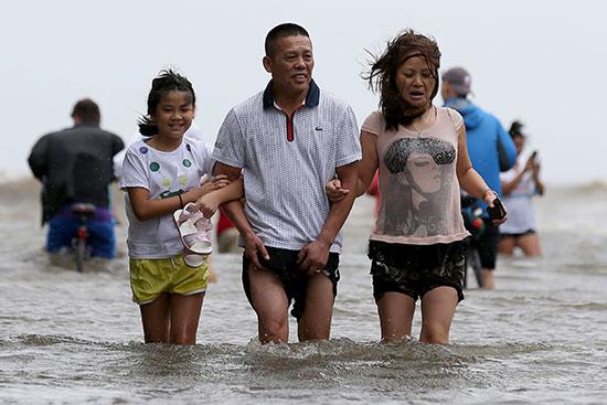 الإعصار بارى يضرب نيو أورليانز الأمريكية (6)