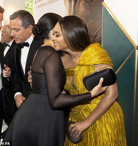 16040290-7246349-Regal_After_posing_up_a_storm_for_cameras_Beyonc_shared_a_hug_wi-m-244_1563131157649