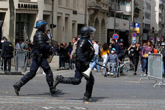 الشرطة-تطارد-المتظاهرين