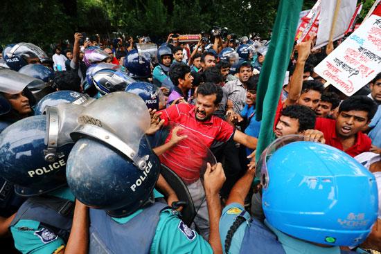 جانب من الاشتباكات فى بنجلاديش
