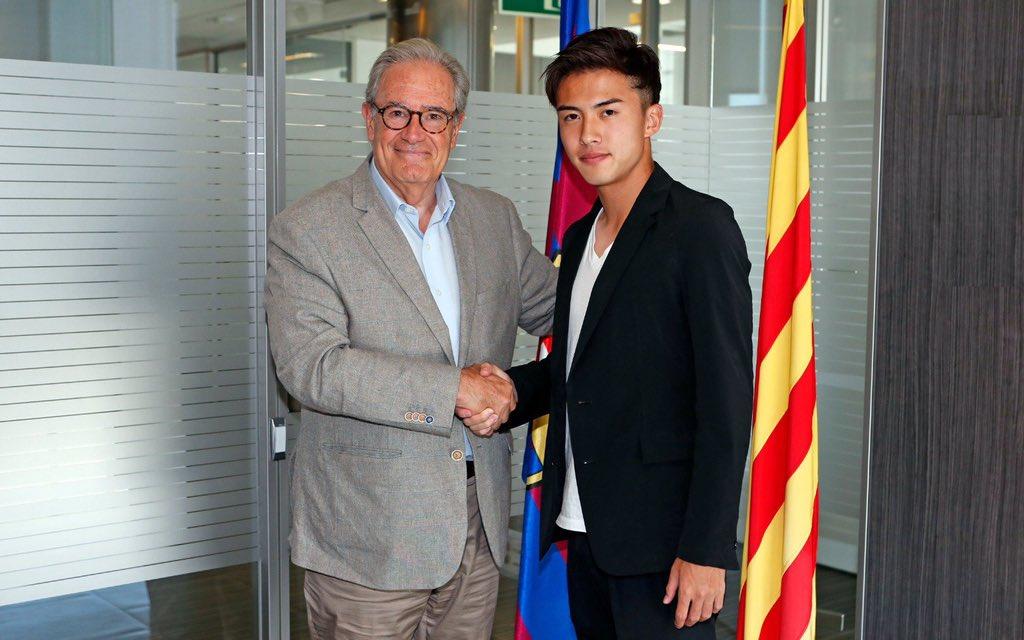 آبي مع مسئول برشلونة