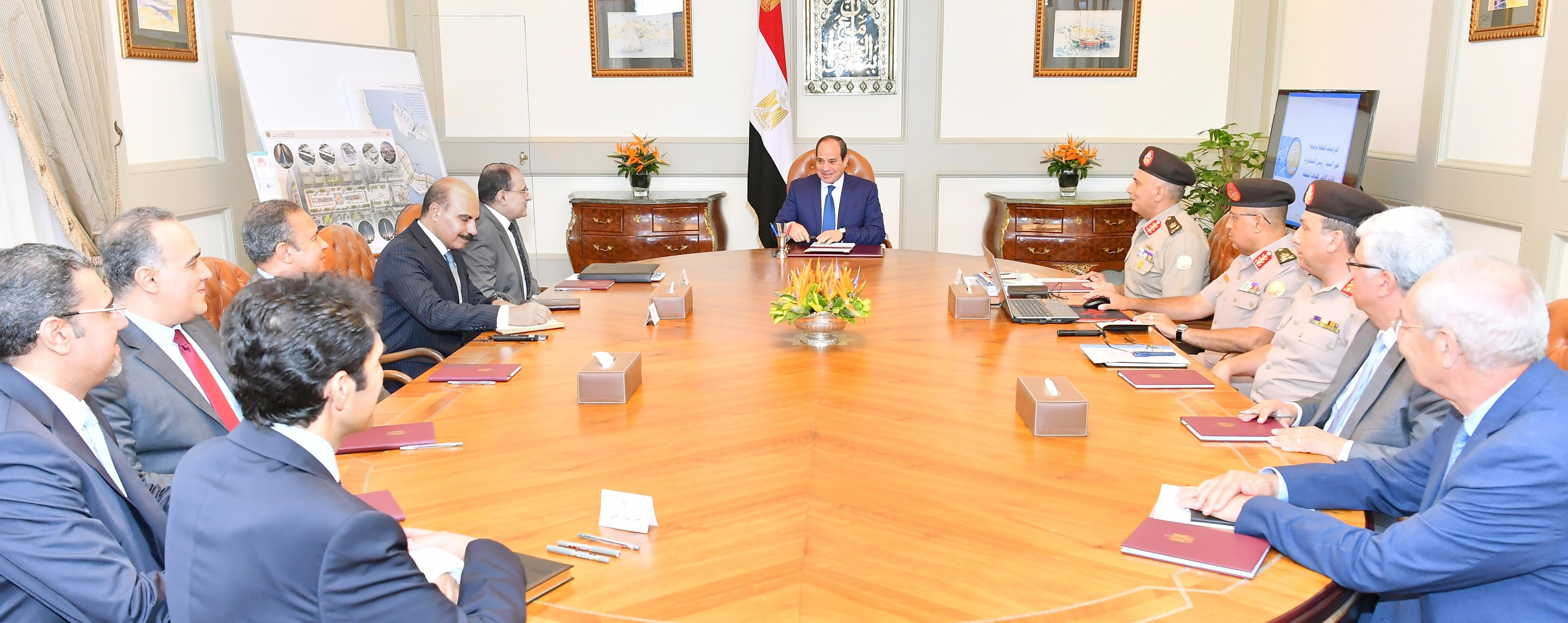 السيد الرئيس يجتمع مع السيد رئيس الهيئة الهندسية للقوات المسلحة