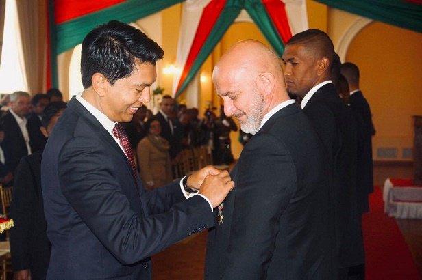 منح منتخب مدغشقر اعلى الاوسمه (3)