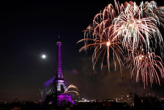 الألعاب النارية فى سماء باريس