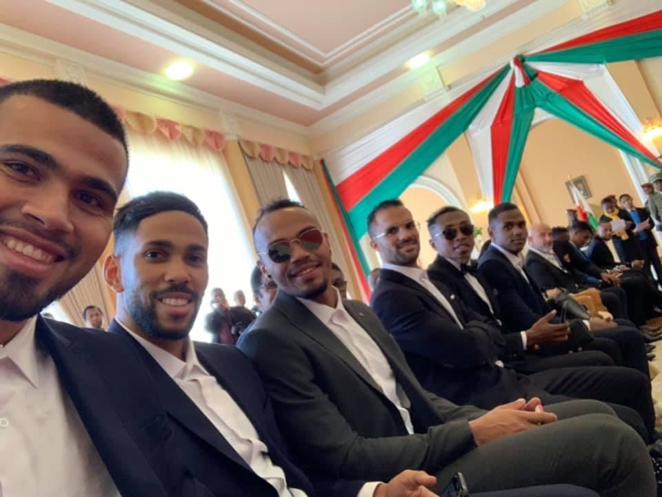 منح منتخب مدغشقر اعلى الاوسمه (1)