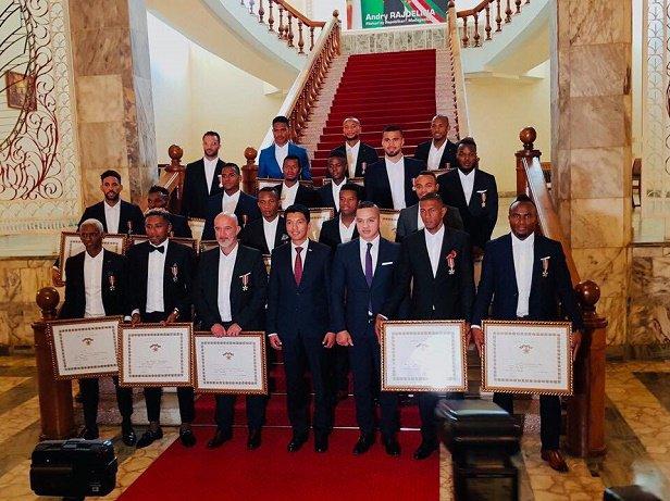 منح منتخب مدغشقر اعلى الاوسمه (4)
