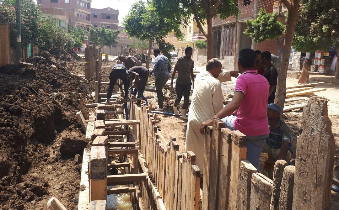 عودة العمل بمشروع الصرف بقرية شبرا ملس فى الغربية (8)