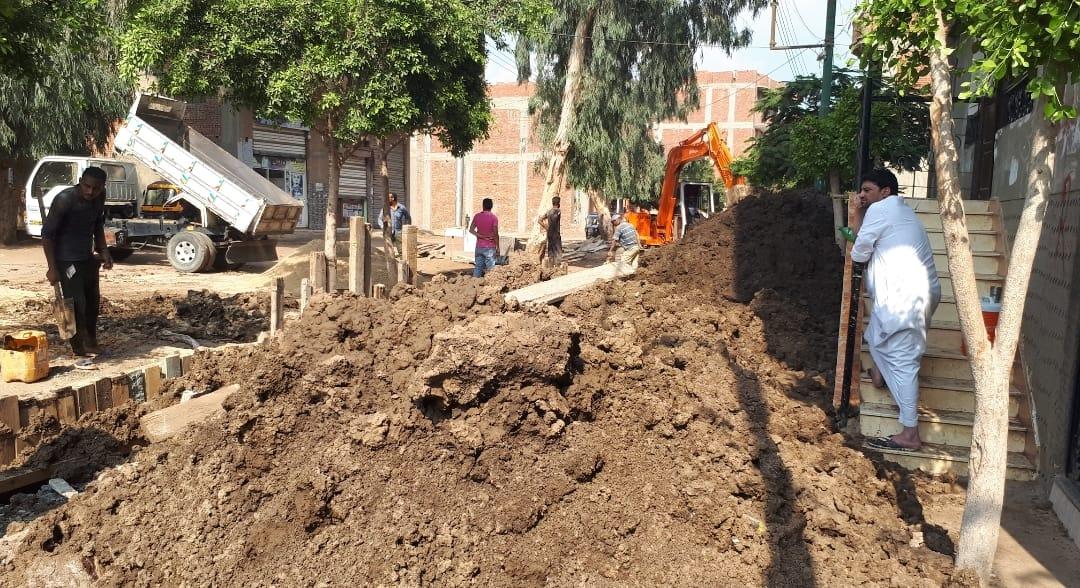 عودة العمل بمشروع الصرف بقرية شبرا ملس فى الغربية (7)
