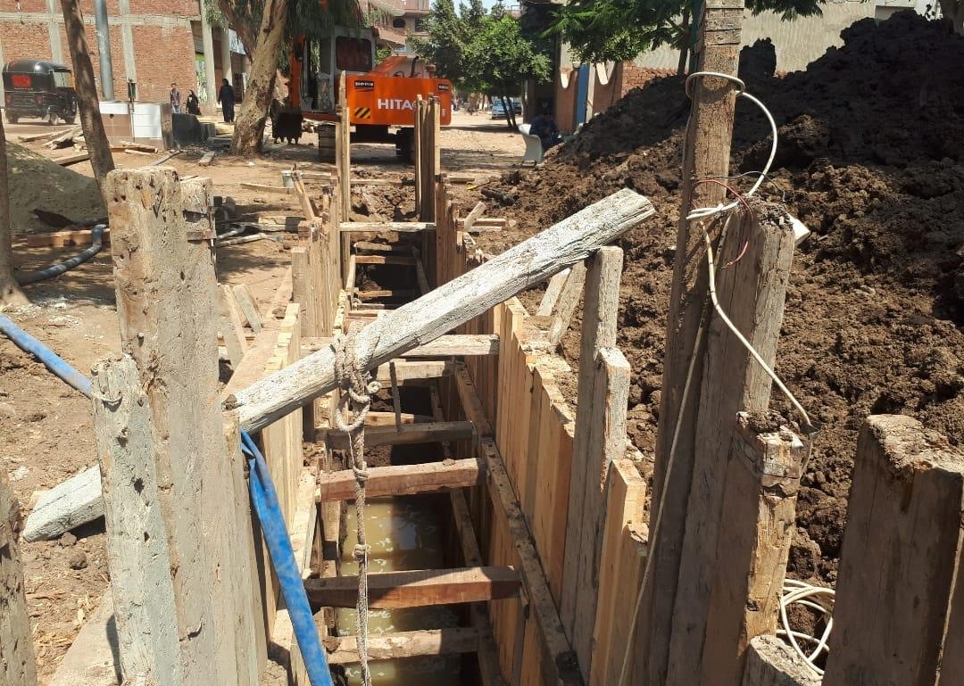 عودة العمل بمشروع الصرف بقرية شبرا ملس فى الغربية (2)