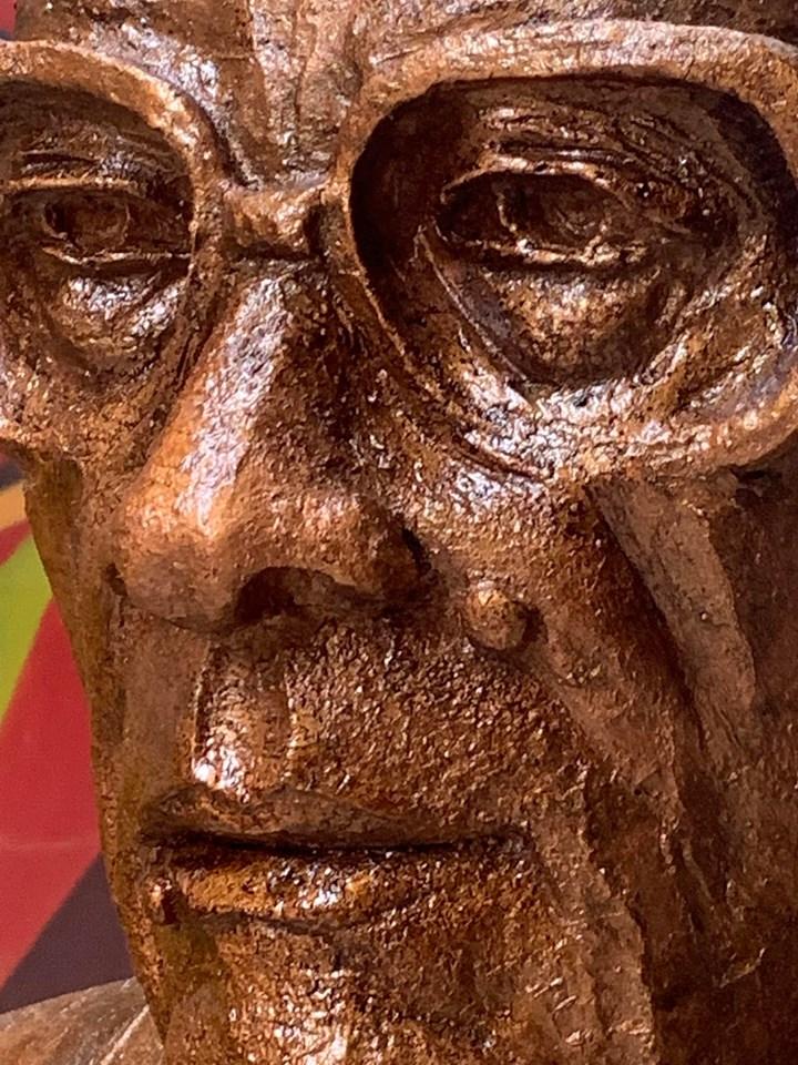 تمثال نجيب محفوظ (2)
