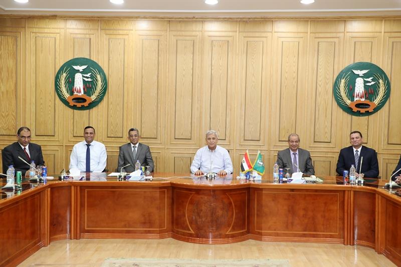 محافظ المنوفية يستقبل رئيس مركز المعلومات ودعم اتخاذ القرار بمجلس الوزراء (8)