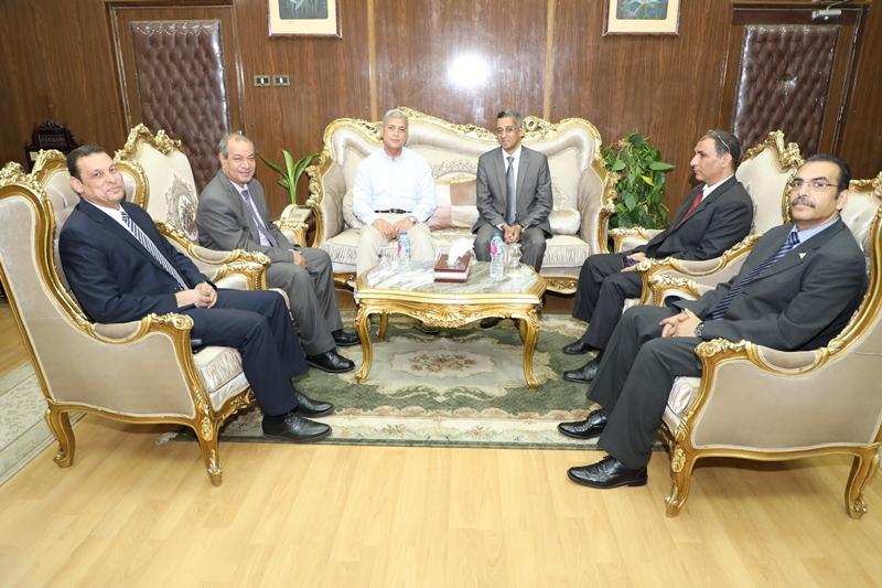 محافظ المنوفية يستقبل رئيس مركز المعلومات ودعم اتخاذ القرار بمجلس الوزراء (11)
