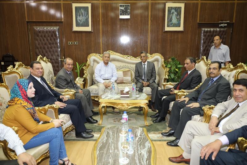 محافظ المنوفية يستقبل رئيس مركز المعلومات ودعم اتخاذ القرار بمجلس الوزراء (5)