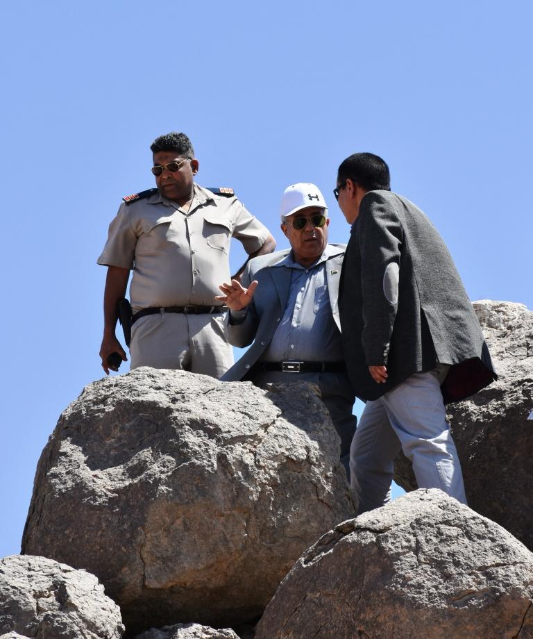محافظ أسوان تحويل معابد فيلة لمنطقة جذب سياحى (1)