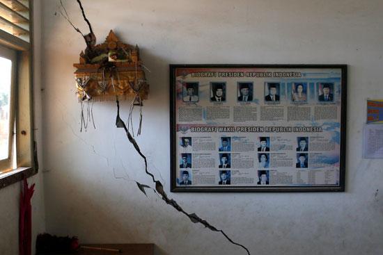 شروخ-بسبب-الزلزال