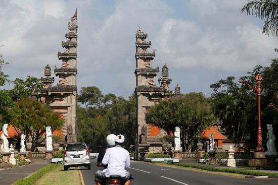 بوابة-تضررت-بسبب-زلزال-إندونيسيا