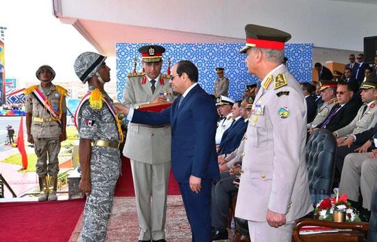 الرئيس السيسي يشهد حفل تخريج الدفعة 157 (7)