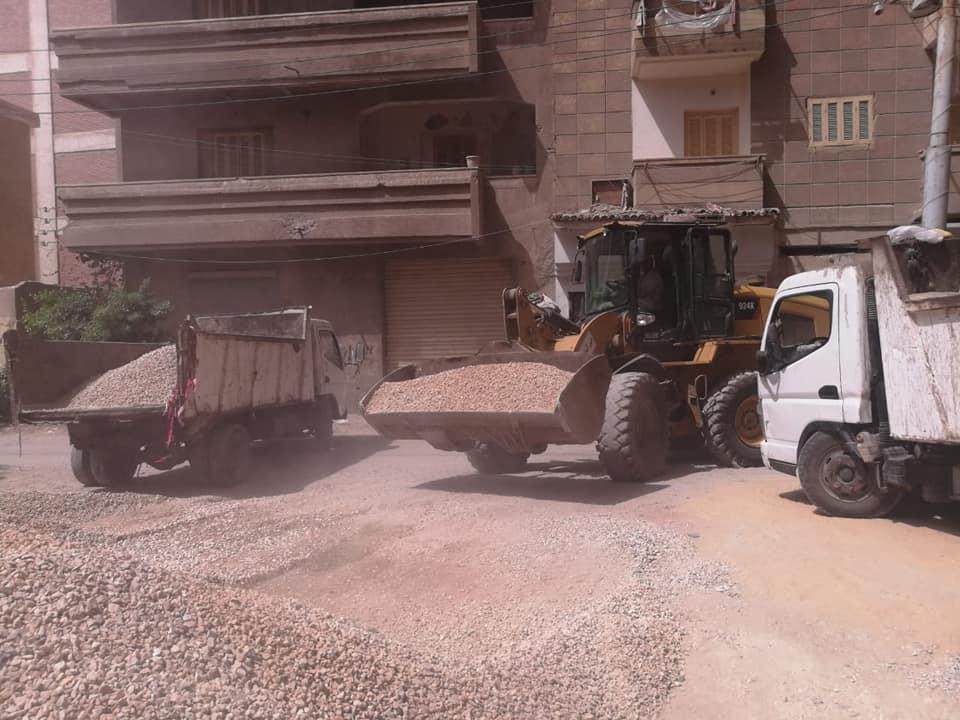 إيقاف أعمال بناء برج مخالف ومصادرة مواد البناء بالمحلة (4)