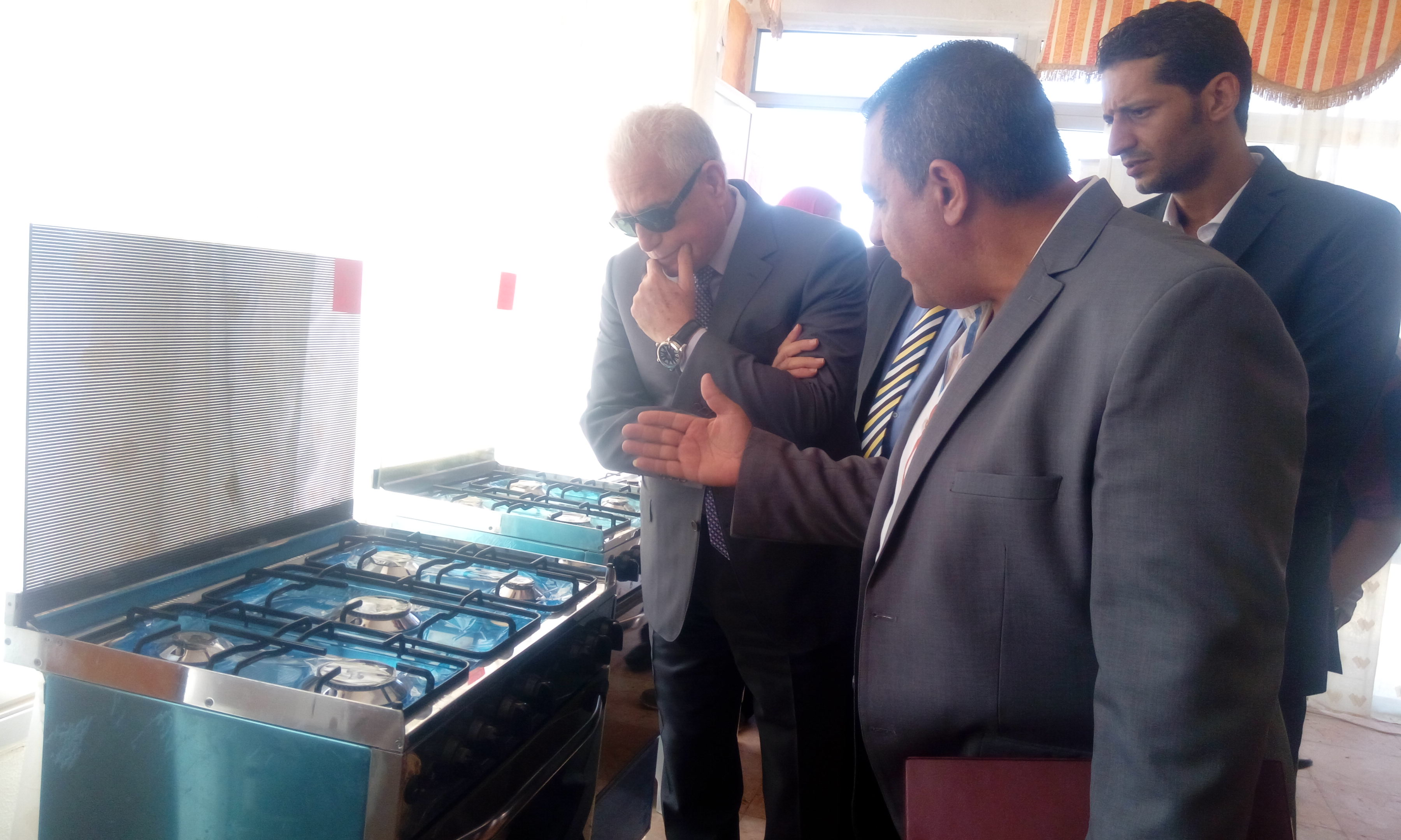 محافظ جنوب سيناء يفتتح معرض السلع المعمرة بطور سيناء (1)
