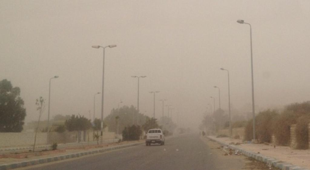طقس حار يضرب محافظة مطروح والسحب الترابية تحجب الشمس (4)