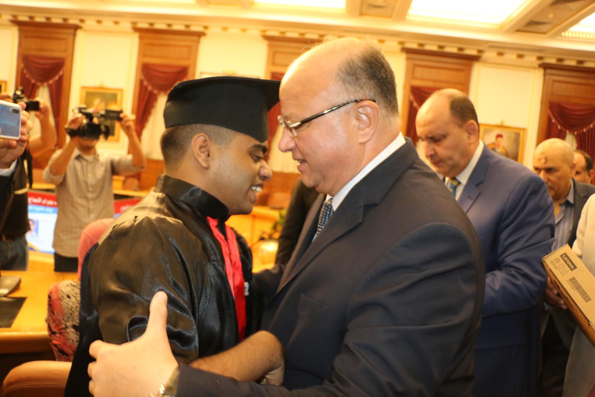 محافظ القاهرة يكرم أوائل الثانوية العامة  (7)