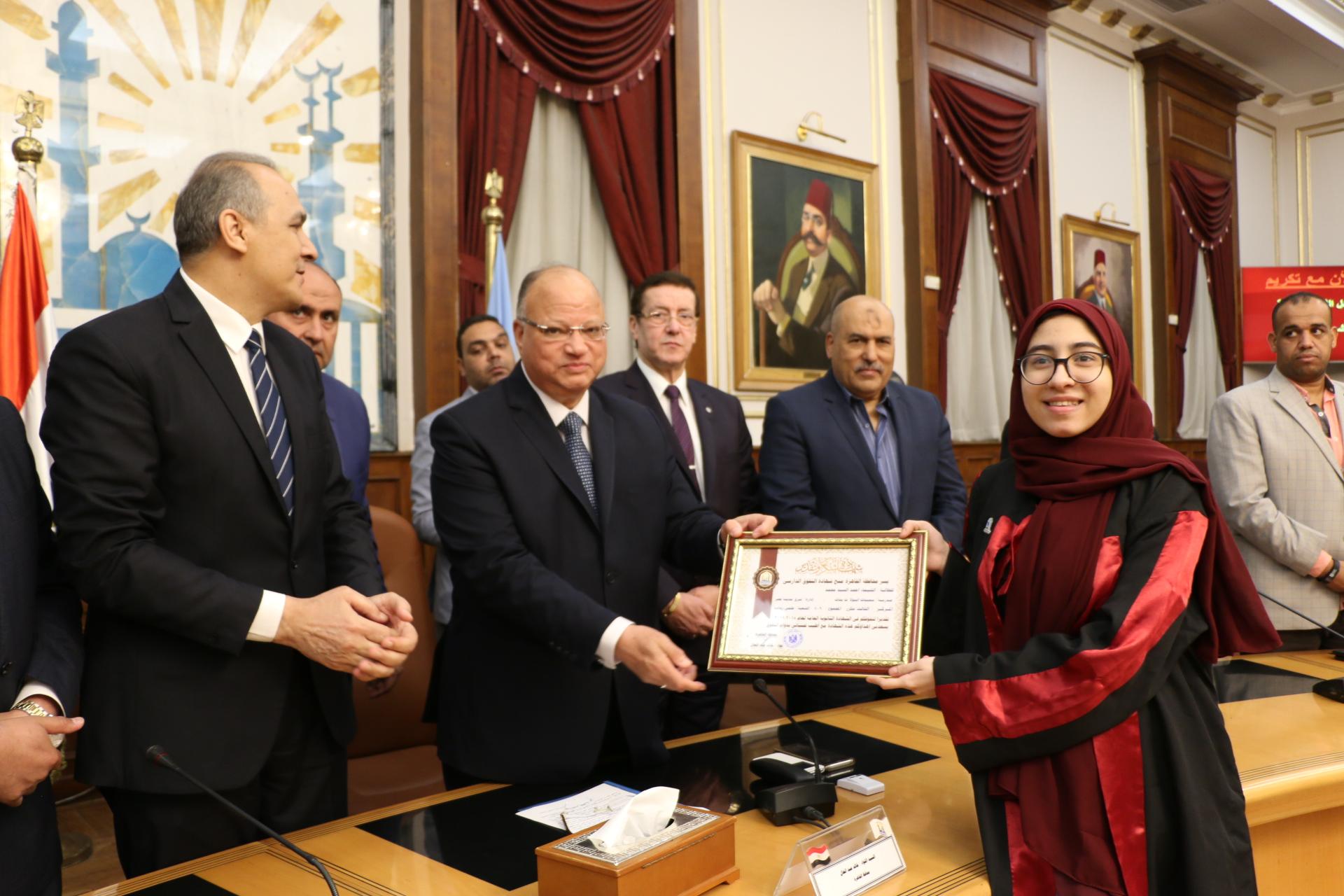محافظ القاهرة يكرم أوائل الثانوية العامة  (3)