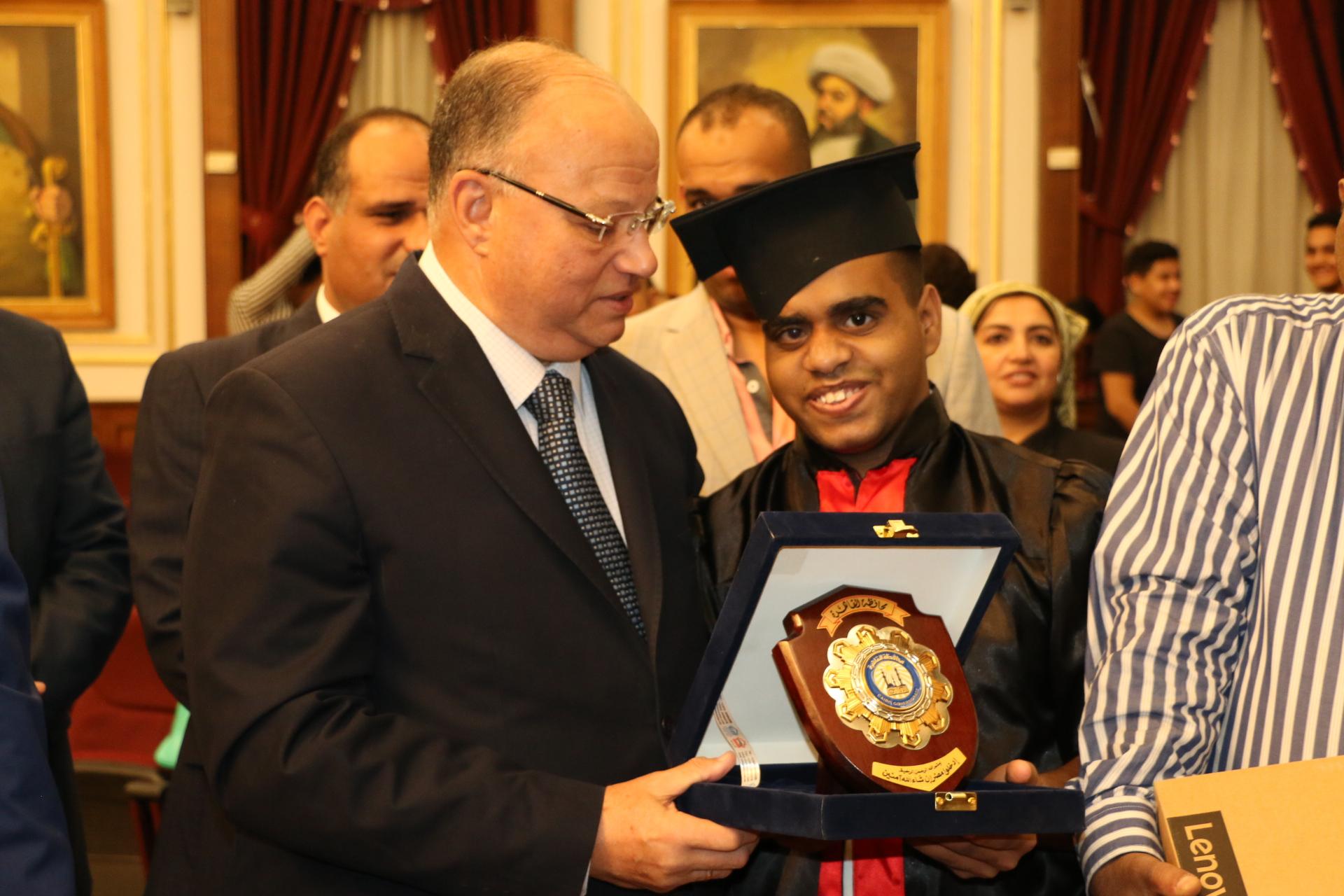 محافظ القاهرة يكرم أوائل الثانوية العامة  (9)