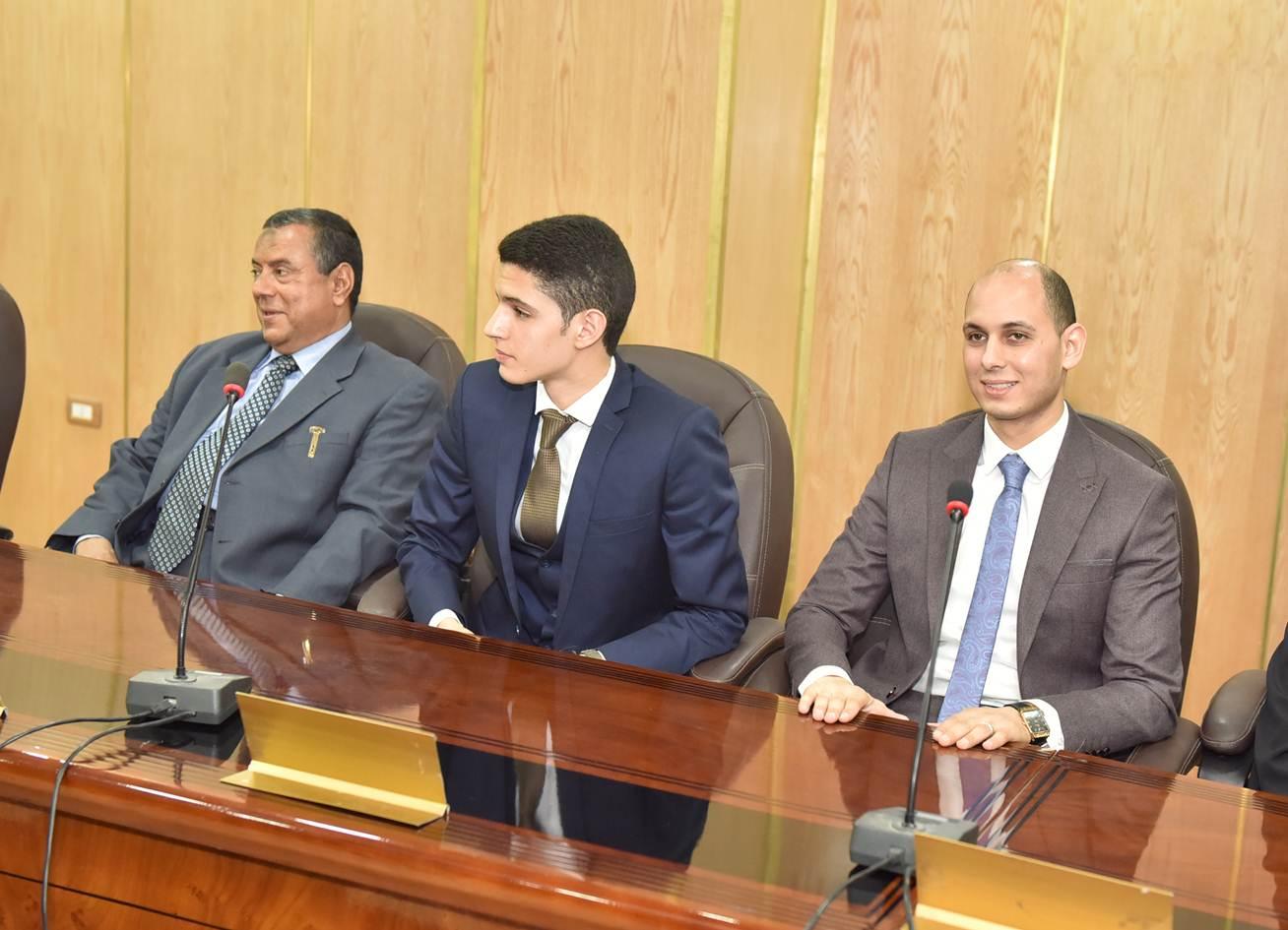 محافظ أسيوط يكرم الاوائل في الثانوية العامة على مستوى الجمهورية (3)
