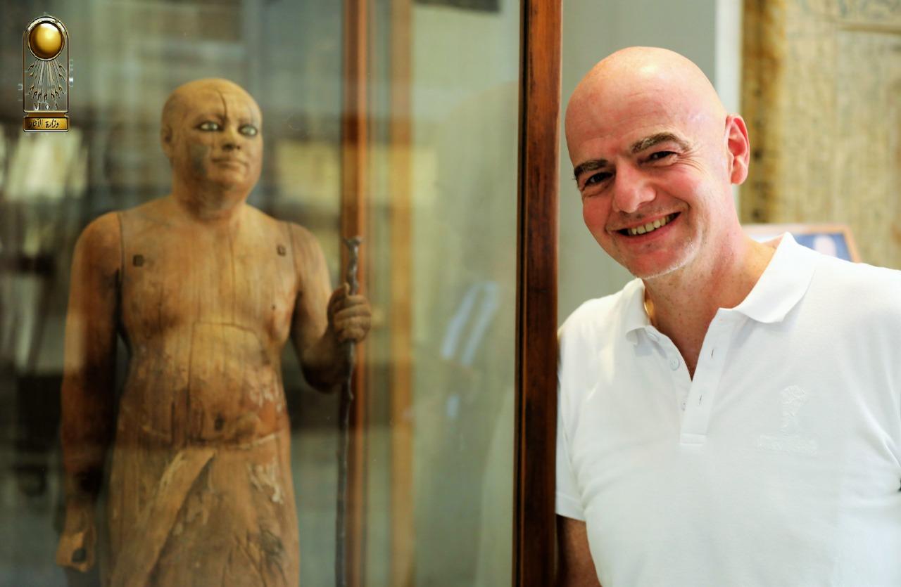 رئيس الفيفا فى المتحف المصرى (4)