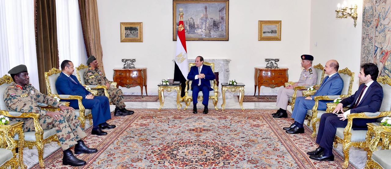 الرئيس السيسى يستقبل رئيس أركان السودان