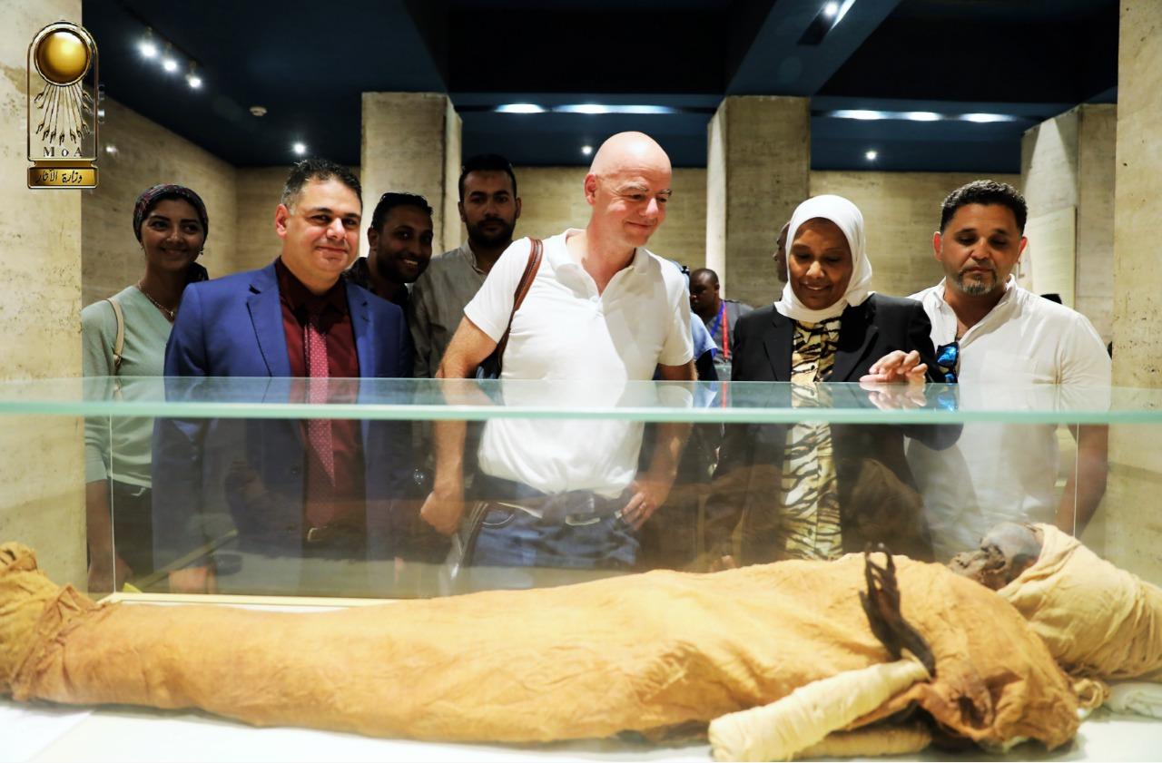 رئيس الفيفا فى المتحف المصرى (5)