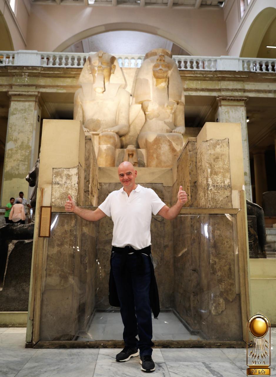 رئيس الفيفا فى المتحف المصرى (6)