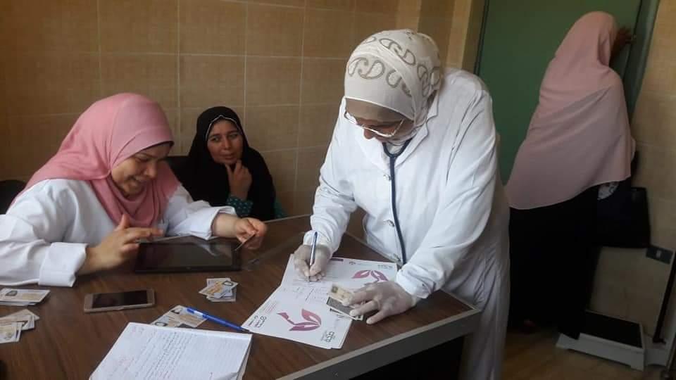 فحص 122 الف سيدة خلال مبادرة الرئيس ل دعم صحة المرأة بالبحيرة (4)