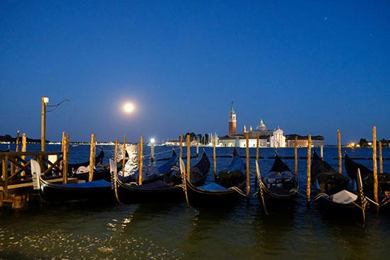 خسوف القمر فى إيطاليا (3)
