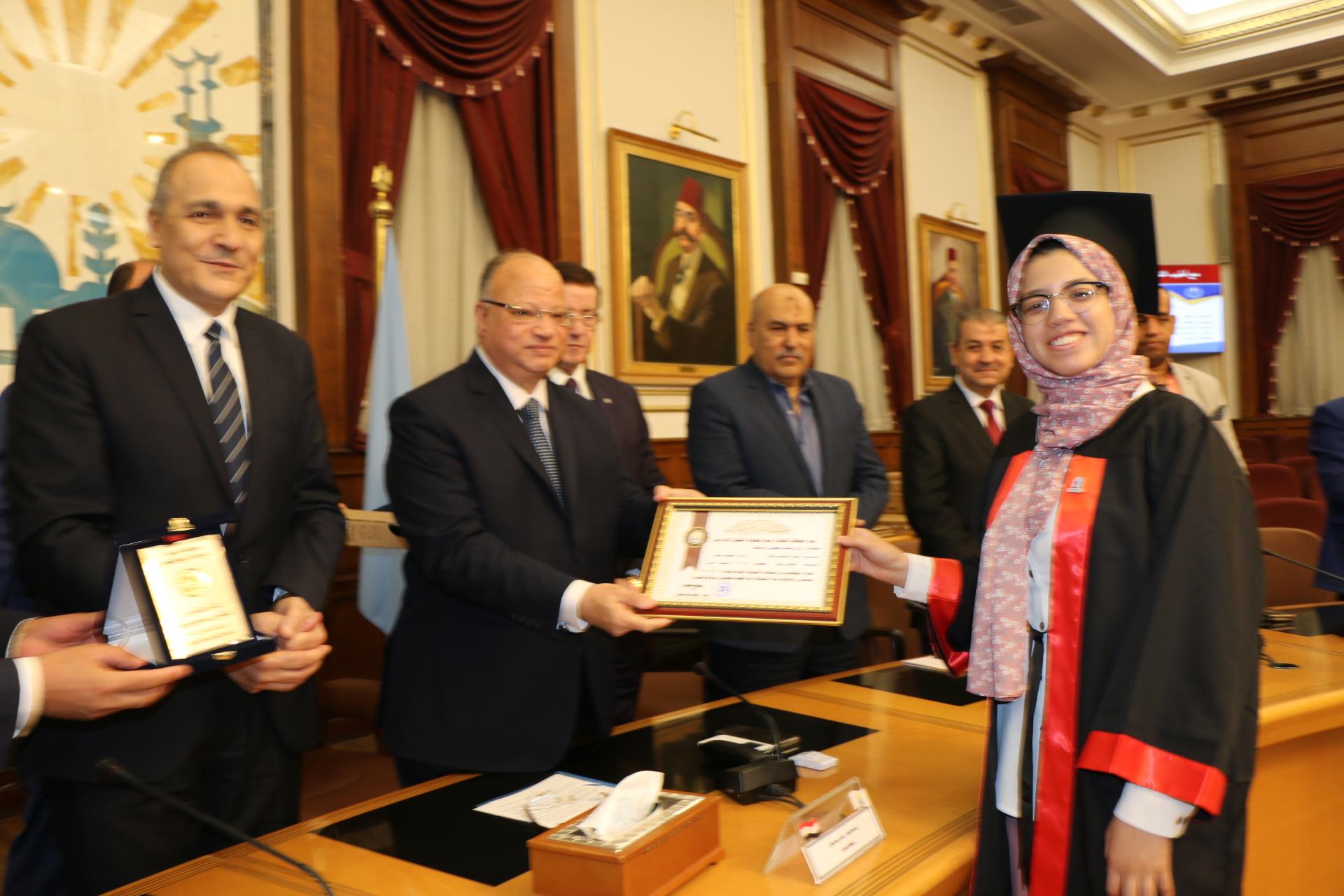 محافظ القاهرة يكرم أوائل الثانوية العامة  (4)