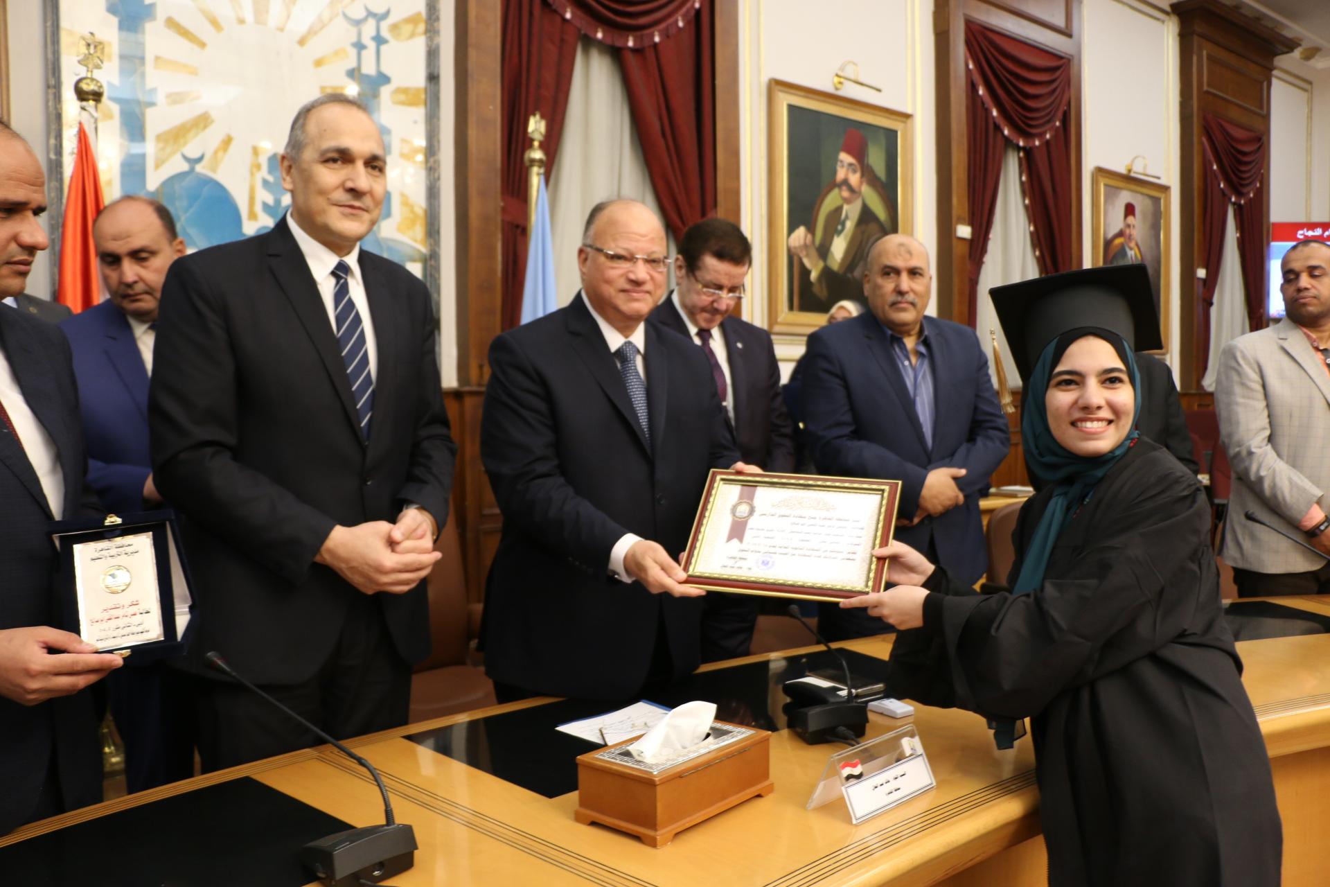 محافظ القاهرة يكرم أوائل الثانوية العامة  (5)