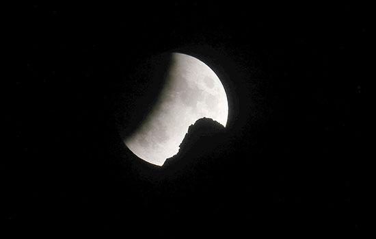 خسوف القمر فى سويسرا (2)