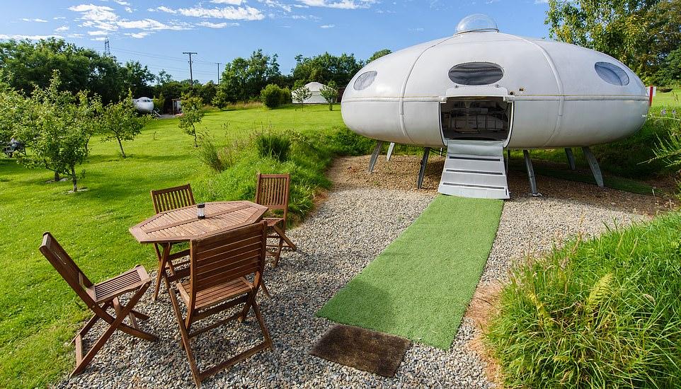 غرف فندقية مستوحاة من المركبة الفضائية  أبولو 11 (2)