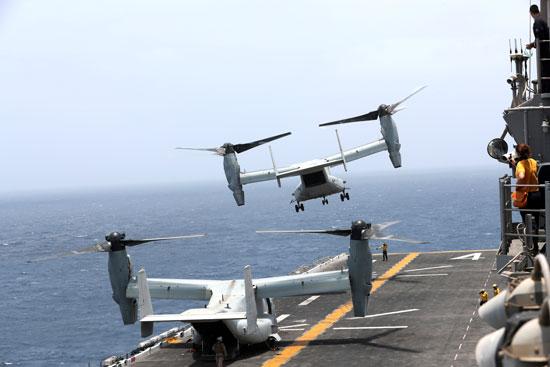 طائرة-على-سطح-السفينة-الحربية