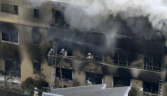 رجال-الإطفاء-يسيطرون-على-النيران