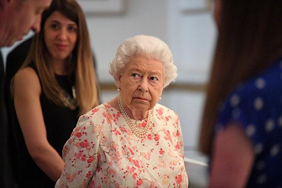 الملكة إليزابيث تفتتح معرضا صيفيا يتمحور حول جدتها  الملكة فيكتوريا (8)