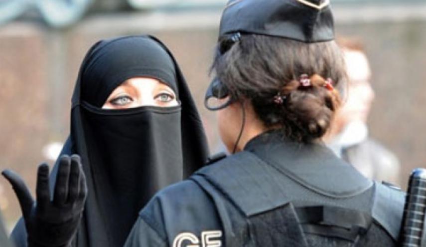 سيدات يرتدين النقاب  (1)
