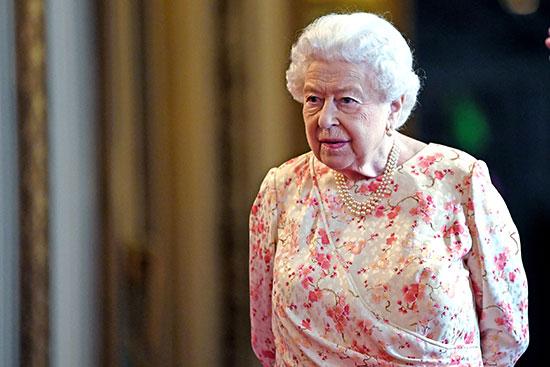 الملكة إليزابيث تفتتح معرضا صيفيا يتمحور حول جدتها  الملكة فيكتوريا (6)