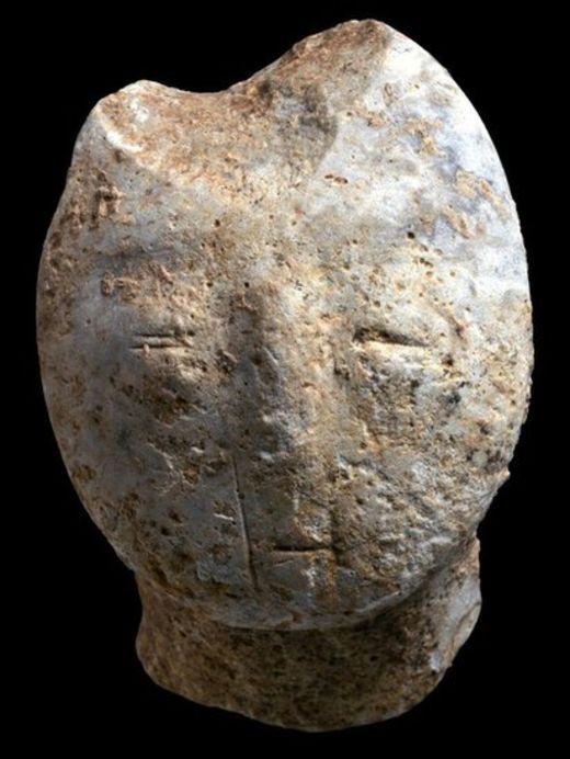 تمثال لرأس بشرية