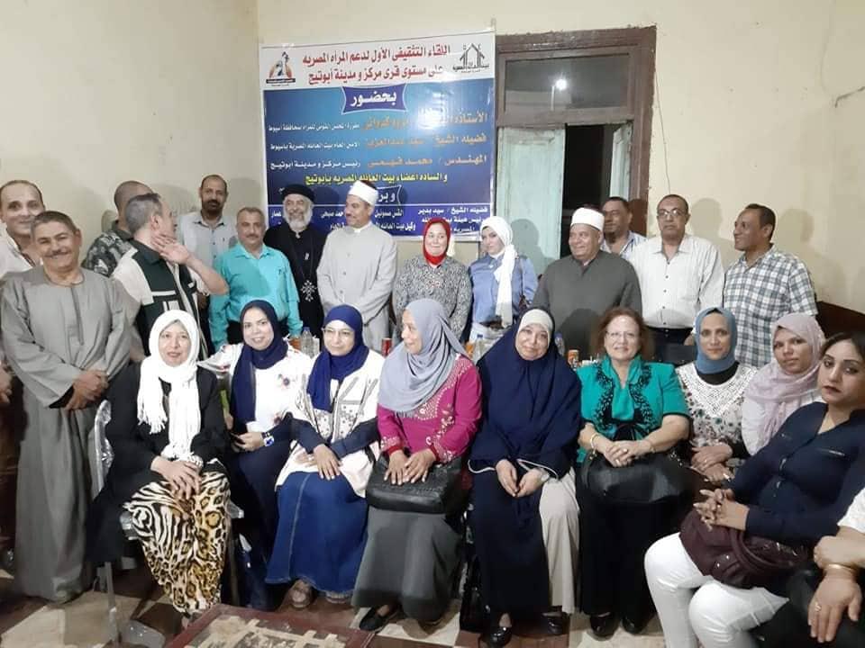 قومي للمرأة بأسيوط ينظم ندوات تثقيفية بالمراكز للتوعية بصحة المرأة (5)