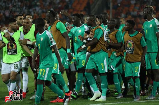 اشتباكات لاعبى الجزائر والسنغال  (4)