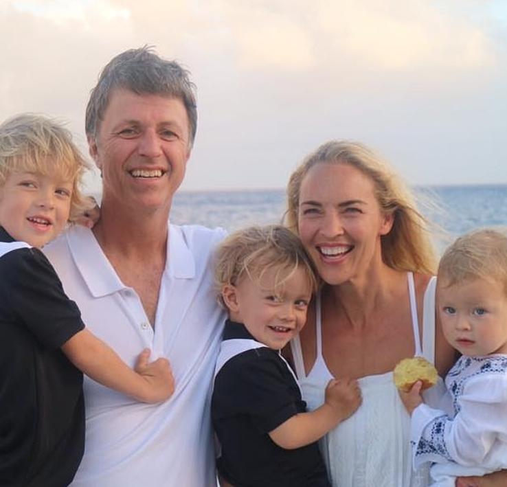 الزوجان الثريان وأطفالهما