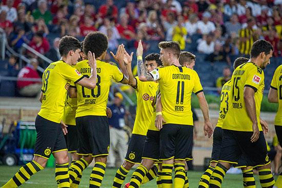 فرحة لاعبو بروسيا دورتموند بعد الفوز الودى