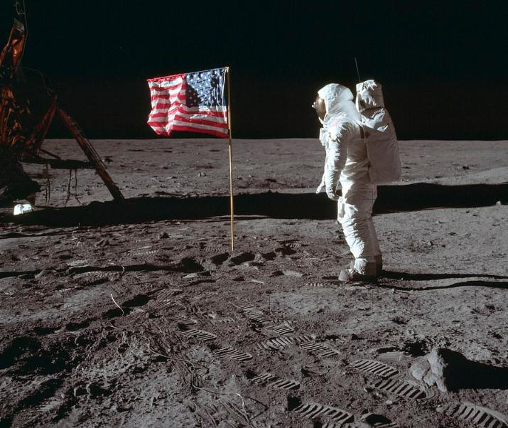 هبوط الإنسان على القمر